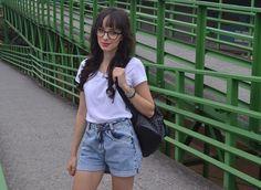 Look com óculos de grau - Blog Ela Inspira - http://www.elainspira.com.br/i-wear-glasses-look-jeans-e-t-shirt/