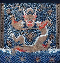 Tenture brodée au dragon impérial, Chine, XIXe siècle. Photo Coutau-Begarie - Paris
