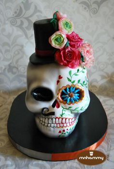 Sculpted Skull - Both Genders - cake by Mnhammy by Sofia Salvador Beautiful Cakes, Amazing Cakes, Sugar Skull Cakes, Gothic Cake, Fantasy Cake, White Chocolate Mousse, Novelty Cakes, Halloween Cakes, Piece Of Cakes