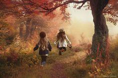 Girls/ Autumn Play - null