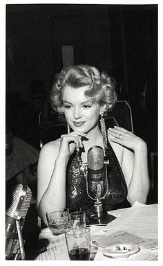 Marilyn Monroe at the Baby-Doll Premiere, Marylin Monroe, Marilyn Monroe Photos, Classic Hollywood, Old Hollywood, Hollywood Actresses, Actors & Actresses, Hollywood Heroines, Actor Studio, Actrices Hollywood