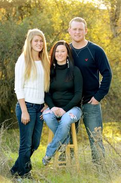 Photography Poses For Teens Family Portraits Older Siblings 44 Ideas For 2019 Older Sibling Poses, Sibling Photo Shoots, Teen Photo Shoots, Older Siblings, Sibling Photos, Maternity Photos, Adult Family Photos, Outdoor Family Photos, Fall Family Photos