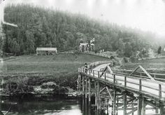 Värmland Eda kommun Koppom Järnskog Påterud En bild på den gamla träbron från 1911. Påterud/Kolsrud på bortsidan och Grävbacka på hitsidan