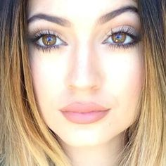 Love this nude lip colour - Kylie Jenner Kylie Jenner Makeup Look, Kylie Jenner Makeup Tutorial, Kylie Jenner Hair, Kylie Jeener, Kendall, Beauty Makeup, Hair Makeup, Hair Beauty, Formal Makeup