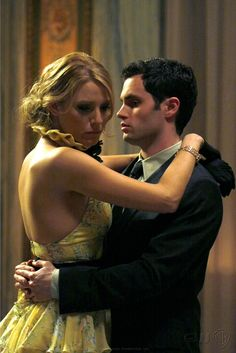 """Blake Lively as Serena van der Woodsen and Penn Badgley as Dan Humphrey """"Much 'I Do' About Nothing"""""""