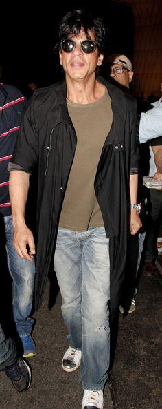 Shah Rukh Khan at Mumbai airport. #Bollywood #Fashion #Style #Handsome