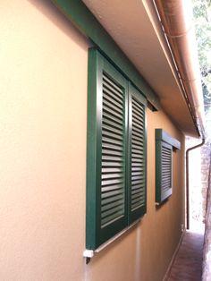 Fornitura e montaggio di persiane verniciate verdi su - Blocca persiane dall interno ...