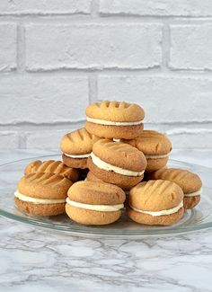Custard Creams - Recipe for the classic British biscuits. sandwiched with buttercream. British Biscuit Recipes, British Biscuits, Scottish Recipes, Kids Biscuit Recipes, British Recipes, Custard Cream Recipe, Custard Powder Recipes, Custard Biscuits, Cream Biscuits