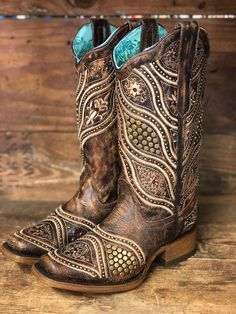 Today's most stylish cowgirls wear Corral boots because they offer the highest quality leather and over the top designs. These gorgeous boots feature a tan embroidery design with studded details and a 12 Bota Country, Estilo Country, Wedding Boots, Wedding Dress, Rain Boots, Shoe Boots, Cute Shoes Boots, Over Boots, Square Toe Boots