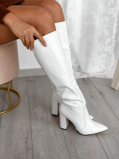 Dr Shoes, Hype Shoes, Sock Shoes, Shoes Heels Boots, Me Too Shoes, Heeled Boots, Fashion Boots, Fashion Outfits, Fashion Heels