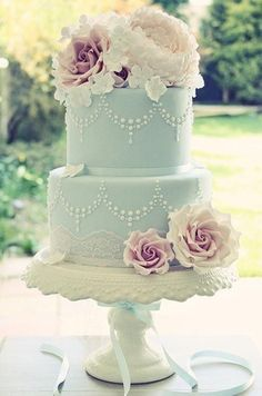 This Tiffany blue cake – with sugar roses and hydrangeas, pearl piping and lace…
