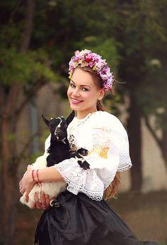Sohemi_art / Kvetinová parta Girls Dresses, Flower Girl Dresses, Flower Headbands, Victorian, Wedding Dresses, Flowers, Fashion, Dresses Of Girls, Bride Dresses