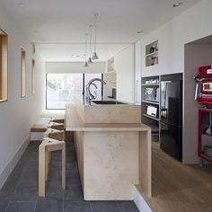 【カフェ】 カフェで飲むコーヒーはなんだか特別。 流れる時間もゆったり。 家のキッチンに遊び心を。 * ☞このお家写真の検索キーワード☞「カフェ風の土間」 * * #ストーリーにて公式サイト内のキーワード検索窓の場所を案内しています #プロフィールからどうぞ☺️ ーーーーーーーーーーーーーーーーーーーーーー ★ピンタレスト📌にもフェブカーサのページあるよネット検索してね * * #暑かったり雨が降ったり忙しい天気 #石井正博#近藤民子#設計事務所アーキプレイス #fevecasa#土間#カフェ#オーブン#ウッドデッキ#新築#外構#中庭#インナーテラス#キッチン#リフォーム#アウトドアリビング#デザイナーズ住宅#設計#design#リビング#ダイニング#家族#lifestyle#ライフスタイル#建築#マイホーム計画#注文住宅#マイホーム http://fevecasa.com/life/869/