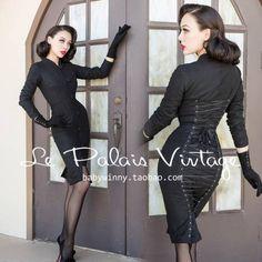 Smoking Black Wool Back Tied Long Coat Pin Up Vintage, Photo Vintage, Vintage Mode, Vintage Looks, Vintage Outfits, Vintage Inspired Dresses, Vintage Dresses, Retro Fashion, Vintage Fashion