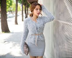 Knits always look pleasant over short dresses and this flecked fuzzy knit cardigan is not any different. The two-toned look and shoulder pads give it a formal look that you'll love to layer it over a sheath dress. -Jewel neck -Shoulder pads -Long sleeves -Snap buttons -Knit -Flecked