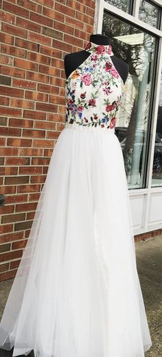 gorgeous white formal evening dress, 2k18 high neck white long prom dress with floral embroidery