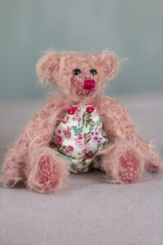 Hello!!! My name is May, and I am a cute little bear of the new Autumn 2020 collection of Muppie's Bears! With my cute little dress and soft pink, filted pile of authentic real Schulte mohair, I am an adorable bear that is looking forward to meet you!!! Height (standing): 15 cm (5.9 inches) Height (sitting): 10 cm (3.94 inches) Dress included! Little Dresses, Little Gifts, Bears, Teddy Bear, Meet, Autumn, Pink, Handmade, Animals