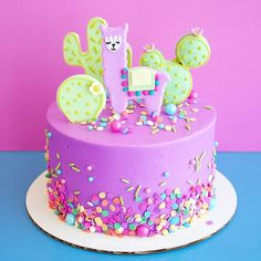 Creative Cake Decorating, Creative Cakes, 7th Birthday Cakes, Birthday Parties, 3d Cake Tutorial, Twins Cake, Unicorn Foods, Llama Birthday, Purple Birthday