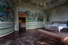 Makuuhuone teki kuvaajaan vaikutuksen. Kattomaalaukset ja makuuhuoneen seinämaalaukset ovat uskomattomia, Brands sanoo.