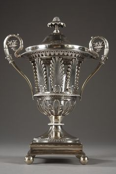 An elegant crystal and argent sweetmeat vase on piédouche and its removable lid crowned with a stylized fruit forming the plug. Palmettes surround the central part and openwork godrons the..