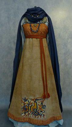 Katya Savelyeva's work, November 2015 - different fabric on the top of the smokkr (apron dress/hangerock) Viking Garb, Viking Dress, Celtic Clothing, Medieval Clothing, Medieval Costume, Medieval Dress, Historical Costume, Historical Clothing, Historical Photos