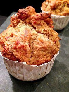 Maamoul: Stuffed Date-Orange Cookies – Best Maamoul Recipe – Dale Food Sweet Potato Muffins, Sweet Potato Recipes, Junk Food, Vegan Desserts, Dessert Recipes, Vegan Meals, Scones, Date Muffins, Healthy Foods