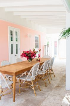 I'm so excited to share a home tour of our Harbour Island, Bahamas home, Coral House! It's been a busy...