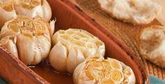 Příprava pečeného česneku je velmi jednoduchá a výsledek stojí opravdu za to
