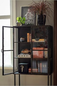 A Short Home Decor Guide For Contemporary Interior Design Bookcase Styling, New Kitchen Designs, Contemporary Interior Design, Dining Room Design, Home And Living, Furniture Decor, Room Decor, Decoration, Chair Pads