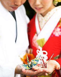 折り鶴と指輪 #和装#折り鶴#指輪 #ウェディングフォト#フォトウェディング#フォト婚#カップルフォト#デートフォト#前撮り#マタニティーフォト#ファミリーフォト#滋賀#ウェディング#プレ花嫁#ウェディングスナップ#記念写真#ブライダル#結婚式準備#花嫁#結婚準備#weddingphoto#wedding#weddingdress#2017春婚 #プロポーズ #2017夏婚 #写真好きな人と繋がりたい #ポートレート#卒花#ウェディングニュース
