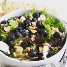 Heute gibt es einen fruchtigen Salat mit Heidelbeeren und Ziegenkäse. Ein Genuss mit frischen Heidelbeeren im Sommer! Ist die Beerenzeit…
