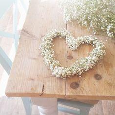 Gipskruid hart of kransje maken Wedding Colors, Wedding Styles, Wedding Flowers, Babys Breath Wreath, Event Planning, Wedding Planning, Rustic Wedding Showers, Love Is Everything, Wedding Activities