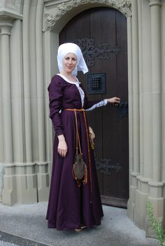 aubergine wolen dress for 15th century reenactment