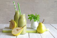 Fresh, delicious and this is a no-banana smoothie. Enjoy your day's serving of great vitamins and nutrients. Spinach Smoothie Recipes, Apple Pie Smoothie, Healthy Protein Shakes, Protein Shake Recipes, No Bake Granola Bars, Desserts Sains, Yogurt Breakfast, Potato Puree, Healthy Smoothies