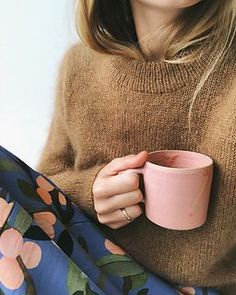 Ravelry: Stockholm Sweater pattern by PetiteKnit Stockholm, Sweater Knitting Patterns, Hand Knitting, Cardigan Pattern, Knit Cardigan, Raglan Pullover, Boho Stil, Der Arm, Knit In The Round