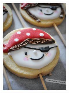 Μπισκότο Πειρατής. Cookies For Kids, Baby Cookies, Baby Shower Cookies, Fun Cookies, Pirate Theme, Pirate Party, Cookie Decorating, Party Themes, Desserts