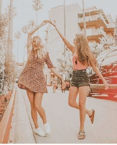 owner unknown // dm for cred Best Friends Shoot, Best Friend Poses, Cute Friends, Photoshoot Ideas For Friends, Photos Bff, Friend Photos, Best Friend Photography, Cute Friend Pictures, After Life