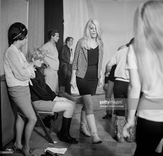Young adults dance during a Frank Zappa Concert called a 'Freak Out' at Whisky a Go Go in Los Angeles,California.(Photo by Earl Leaf/Michael Ochs Archives/Getty Images) 'n