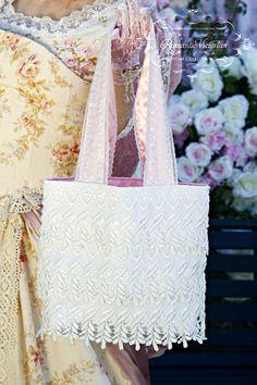 Victorian Venetian Lace Handbag - Roses And Teacups Stylish Handbags, Simple Bags, Victorian Homes, Tote Handbags, Venetian, Geek Stuff, Reusable Tote Bags, Romantic, Crafty