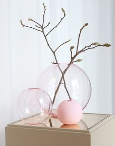 Stunning Small Pink Cooee Design Ball Vase, lovely when grouped together. Made from 100% glass in a range of colours and sizes.