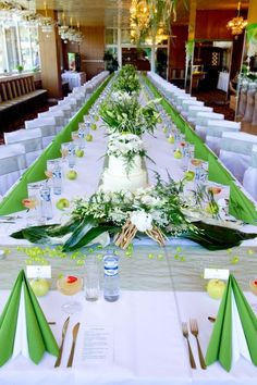 Green, black and white estate table setting {Wedding Planning: www ...