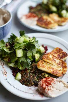 Zucchinifritters med Halloumi / Leilas Supermat ~ Recept | Leila Lindholm (leila.se)