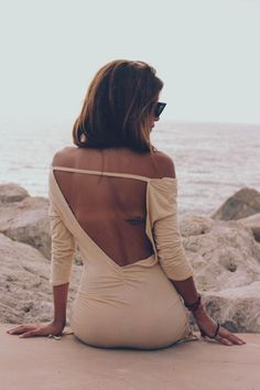 Love the back of this dress! http://www.studentrate.com/fashion/fashion.aspx
