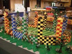 Lego Harry Potter Quidditch field Perfect use of Legos Want to do so bad Harry Potter Quidditch, Lego Harry Potter, Quidditch Pitch, Gateau Harry Potter, Harry Potter Halloween, Harry Potter Birthday, Lego Hogwarts, Anniversaire Harry Potter, Lego Worlds