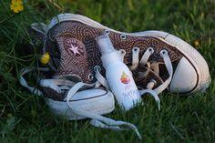 Behandlade mina favo Converse med vattenavstötande spray från SurfaceScreen! Nu blir dem inte våta då jag gå med hunden i den blöta gräset! Superspray!