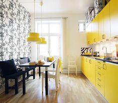 Aplicándolo solo en una pared, creamos un espacio más cálido, además de aportar un toque muy personal en la decoración de la cocina.