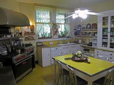 An actually actual vintage kitchen: 1912 house in Tuxedo (yes, that one) NY. note: backsplash, tabletop, and countertop all seem to be the same freaking yellow laminate. Subway tiles, I'm looking at YOU. 1930s Kitchen, Vintage Kitchen Decor, Old Kitchen, Farmhouse Style Kitchen, Retro Home Decor, Rustic Kitchen, Kitchen Tables, 1930s House, Vintage Interiors