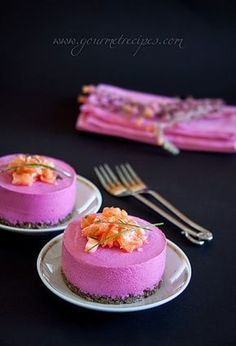 beetroot savory cheesecake with goat cheese and salmon, via Gourmet Recipes Gourmet Desserts, Gourmet Recipes, Cooking Recipes, Healthy Recipes, Cheesecake Salgado, Gourmet Festival, Savory Cheesecake, Fingers Food, Beetroot Recipes
