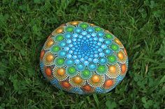 Mandala de Azshara  piedra pintada a mano por AnjaSonneborn en Etsy