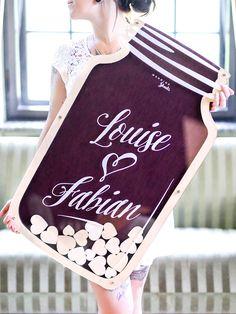 Mit dem XXL Wedding-Glas Hochzeitsgästebuch schenken Sie das Highlight zur Hochzeit. Es ist handgefertigt & wird individuell für jedes Brautpaar angepasst.